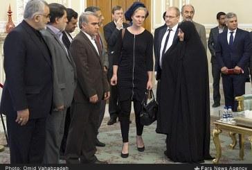 ارتباط با کشورهای غربی به قیمت دهن کجی به قوانین جمهوری اسلامی ایران+تصاویر